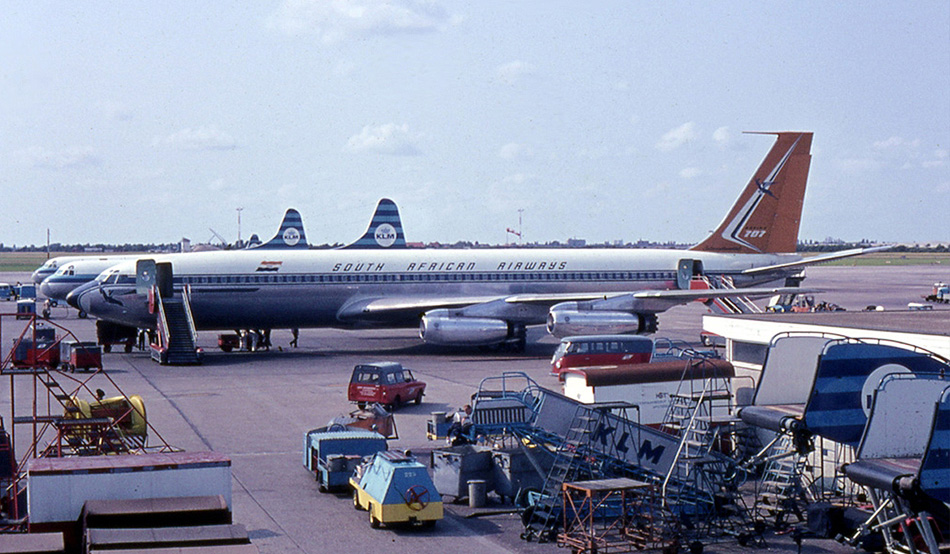Same type as the crashed aircraft: A Boeing 707-300 at Johannesburg airport (1965)
